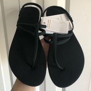 REEF escape sandals